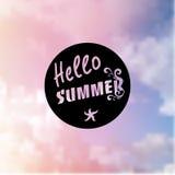 Fondo del verano en fondo que empaña de moda con la mano-letra Fotos de archivo libres de regalías