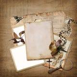 Fondo del vintage con el marco, las rosas y las letras Imagen de archivo