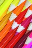 Fondo delantero coloreado creyones de los lápices Foto de archivo libre de regalías