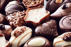 Fondo delizioso assortito delle praline del cioccolato, fotografia del prodotto per la pasticceria Fotografia Stock Libera da Diritti