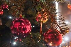 Fondo dell'albero della decorazione di Natale con bokeh Fotografia Stock Libera da Diritti