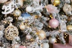 Fondo dell'albero di Natale e decorazioni di Natale fotografia stock libera da diritti