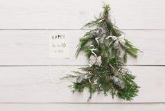 Fondo dell'albero di Natale a legno bianco con lo spazio della copia Fotografia Stock Libera da Diritti