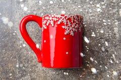 Fondo dell'alimento di Natale di festa, tazza del tè con la decorazione di Natale su fondo di pietra Inverno, menu di Natale e Fotografia Stock