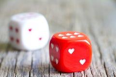 Fondo dell'estratto di giorno di biglietti di S. Valentino del cuore di amore dei dadi Immagine Stock Libera da Diritti