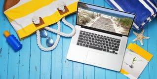 Fondo dell'insegna di viaggio del computer Fotografie Stock Libere da Diritti