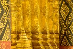 Fondo dell'oro nell'arte tailandese del tempio Fotografie Stock Libere da Diritti