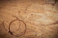 Fondo della bevanda e progettazione del menu del caffè Anello di caffè su shab Fotografia Stock Libera da Diritti