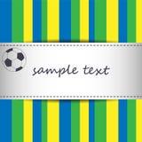 Fondo della carta dell'invito con la palla di calcio e barrato facendo uso dei colori della bandiera del Brasile Fotografia Stock