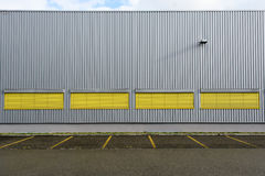 Fondo della costruzione con le linee verticali e horizantal Fotografie Stock Libere da Diritti