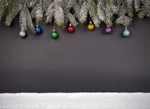 Fondo della decorazione del nuovo anno o di Natale: rami dell'pelliccia-albero, Immagine Stock