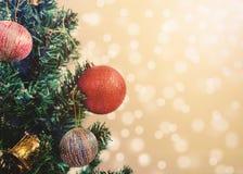 Fondo della decorazione dell'albero di Natale Priorità bassa dorata del bokeh Fotografie Stock Libere da Diritti