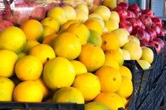 Fondo della frutta del melograno e del pompelmo Gruppo dell'agrume Di mercato a Costantinopoli Immagini Stock Libere da Diritti