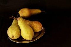 Fondo della frutta del raccolto delle pere Pere organiche fresche Pere saporite succose del raccolto di autunno della pera su fon Fotografia Stock