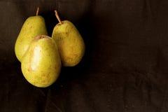 Fondo della frutta del raccolto delle pere Pere organiche fresche Pere saporite succose del raccolto di autunno della pera su fon Fotografia Stock Libera da Diritti