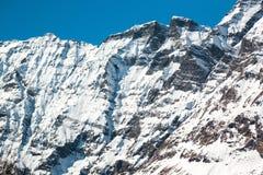 Fondo della montagna della neve nel tempo di primavera Immagini Stock