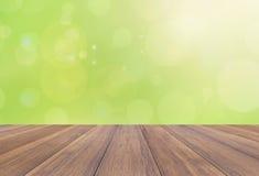 Fondo della natura di estate o della primavera e pavimento di legno Fotografie Stock