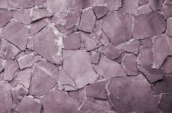Fondo della parete di pietra - caratteristica della costruzione Struttura della parete spessa e forte delle pietre ruvide di vari fotografie stock libere da diritti