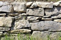 Fondo della parete di pietra impilata e uncemented Fotografie Stock