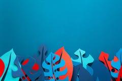 Fondo della pianta tropicale di estate Monstera lascia la struttura Colori vibranti stile del taglio della carta Immagini Stock