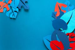 Fondo della pianta tropicale di estate Monstera lascia la struttura Colori vibranti stile del taglio della carta Fotografie Stock Libere da Diritti