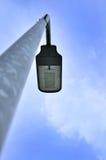 Fondo della posta e del cielo della lampada Fotografie Stock
