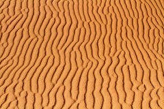 Fondo della sabbia del deserto con le ondulazioni fotografia stock