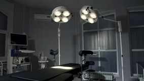 Fondo della sala operatoria moderna all'emergenza dell'ospedale Fotografia Stock