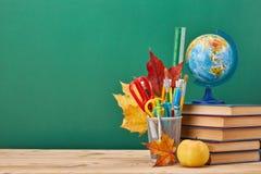Fondo della scuola Di nuovo al banco fotografie stock libere da diritti