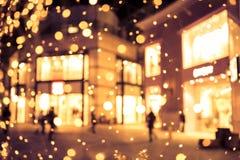 Fondo della sfuocatura del centro commerciale con le luci di festa Immagine Stock Libera da Diritti