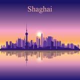 Fondo della siluetta dell'orizzonte della città di Shanghai Immagini Stock