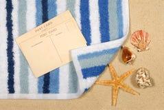Fondo della spiaggia con le stelle marine e l'asciugamano Immagine Stock