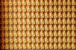 Fondo della statua dorata di Buddha Fotografia Stock Libera da Diritti