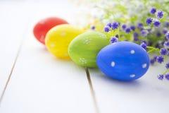 Fondo della struttura delle uova di Pasqua e dei fiori Immagini Stock