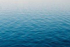Fondo della superficie del fiume dell'oceano del mare calmo Immagini Stock