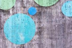 Fondo della superficie di calcestruzzo con i cerchi dipinti Fotografia Stock