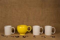 Fondo della tazza da caffè - tazza e fagioli unici Immagine Stock Libera da Diritti