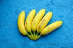 Fondo delle banane sul blu Immagine Stock Libera da Diritti