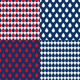 Fondo delle gocce di acqua di rosso di blu navy Fotografie Stock