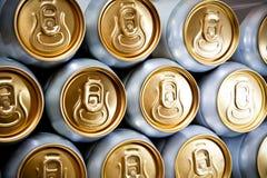 Fondo delle latte di birra del metallo Fotografie Stock