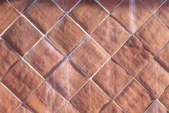Fondo delle mattonelle armoniche di cotto nel rosso fotografie stock