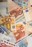 Fondo delle note di carta differenti di euro-obbligazione come componente del sistema di commercio Fotografia Stock Libera da Diritti