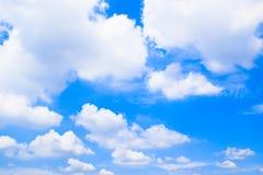 Fondo 180930 delle nuvole e del cielo blu immagine stock libera da diritti