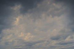 Fondo delle nuvole scure Fotografia Stock