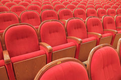 Fondo delle sedie rosse teatrali rosse Immagini Stock