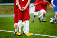 Fondo di calcio di calcio della gioventù Partita di calcio di calcio per i bambini Fotografia Stock Libera da Diritti