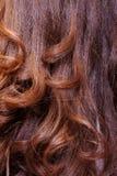 Fondo di capelli castani dorati ondulati Fotografie Stock