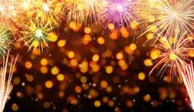 Fondo di celebrazione con le esplosioni dei fuochi d'artificio Fotografia Stock