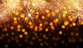 Fondo di celebrazione con le esplosioni dei fuochi d'artificio Immagine Stock Libera da Diritti