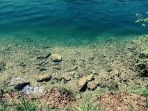 Fondo di chiaro lago Fotografia Stock Libera da Diritti